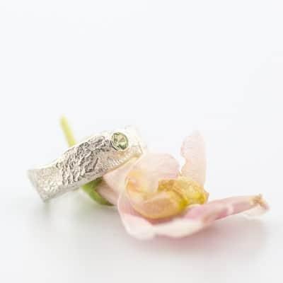 zilveren-organische-ring-met-steen-1