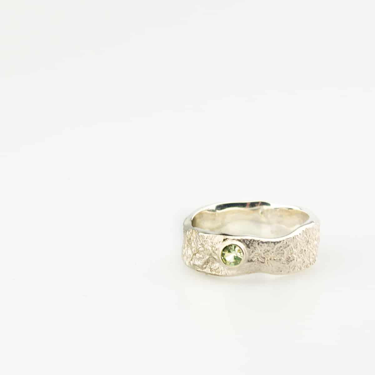 zilveren-organische-ring-met-steen-2