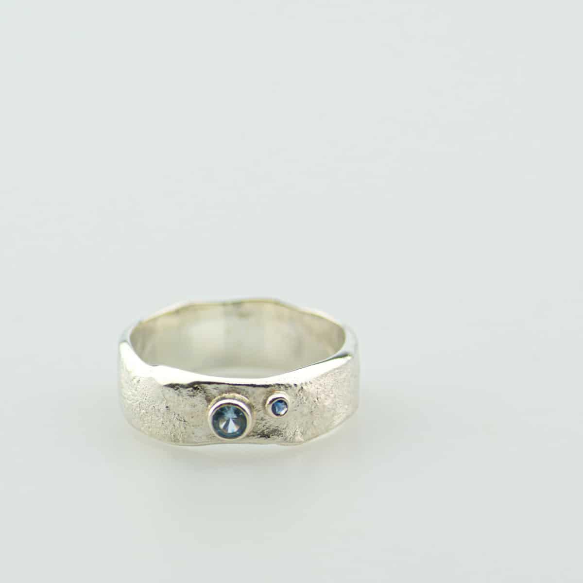 zilveren-organische-ring-met-steen-3